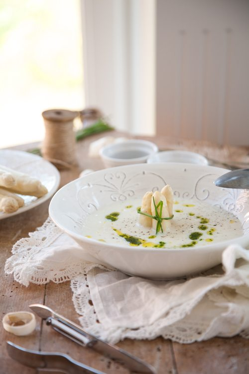 Spargel-Suppe-Griess