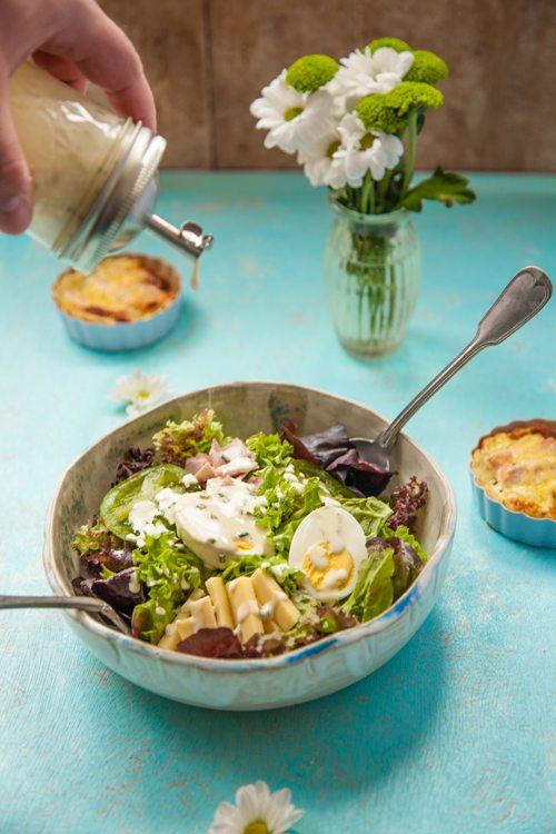 Joghurt-Schnittlauch-Dressing-Blattsalate