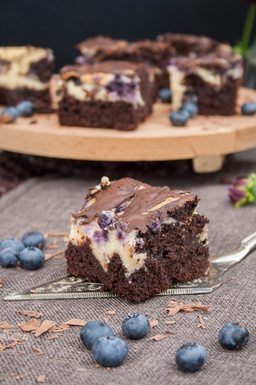 Blaubeer-Cheesecake-Brownies