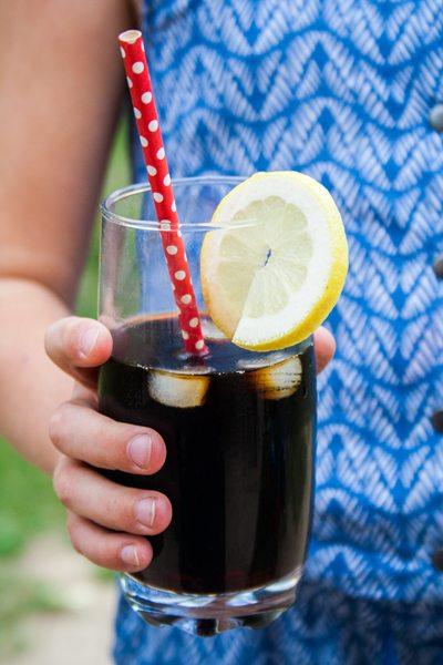 rezept cola selber machen mit colakraut sirup. Black Bedroom Furniture Sets. Home Design Ideas