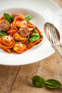 Tortellini Tomatensoße Spinat Gorgonzola