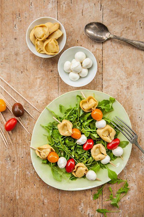 tortellini mozzarella salat rezepte suchen. Black Bedroom Furniture Sets. Home Design Ideas