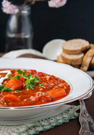 Rezept: Tomaten-Hackfleisch-Suppe mit Möhren