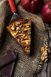 Brownie-Kuchen mit Äpfeln