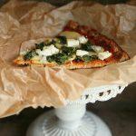 Low Carb Blumenkohlpizza mit Kartoffeln, Spinat und Feta