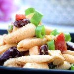 Salate zum Grillen Amerikanischer Nudelsalat mit Kidneybohnen, Saurer Sahne und Avocado