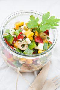 Salate zum Grillen Bunter Paprikasalat mit Feta und Oliven