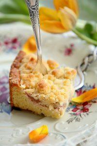 Rhabarberkuchen mit Streuseln und Cheesecakefüllung