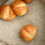 Schnelle Brötchen mit Weizen und Malz