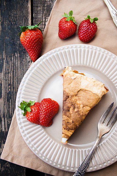 Erdbeer-Rhabarber-Kuchen mit Baiser