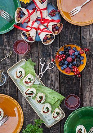 Rezepte: Gefüllte Wraps – süß und fruchtig mit Beeren und vegetarische Wraps mit dreierlei Käse