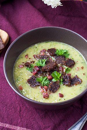 Zucchini-Rezept-Zucchinisuppe-Pumpernickelcrunch