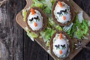 Fruestucksideen-quarkbrot-mit-eiern