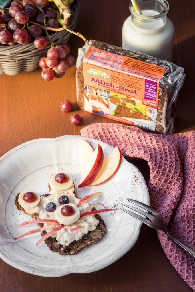 Müslibrot von Mestemacher mit Mandel-Honig-Joghurt