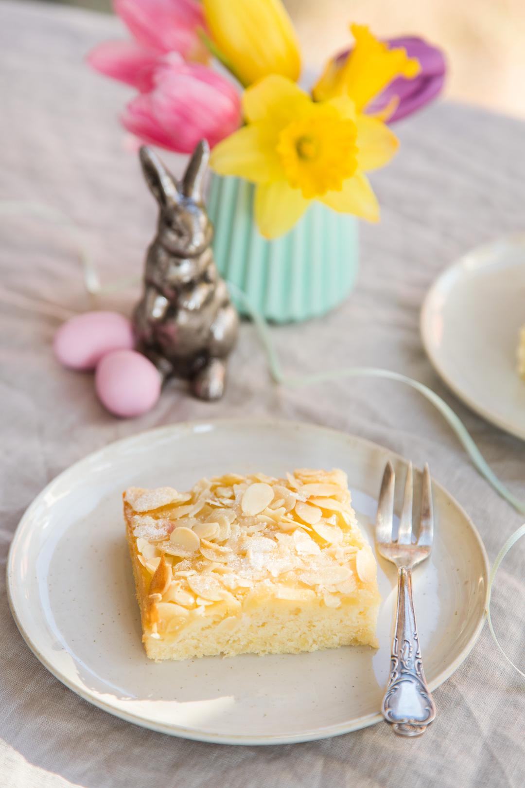 Blechkuchen mit Buttermilch und Mandeln