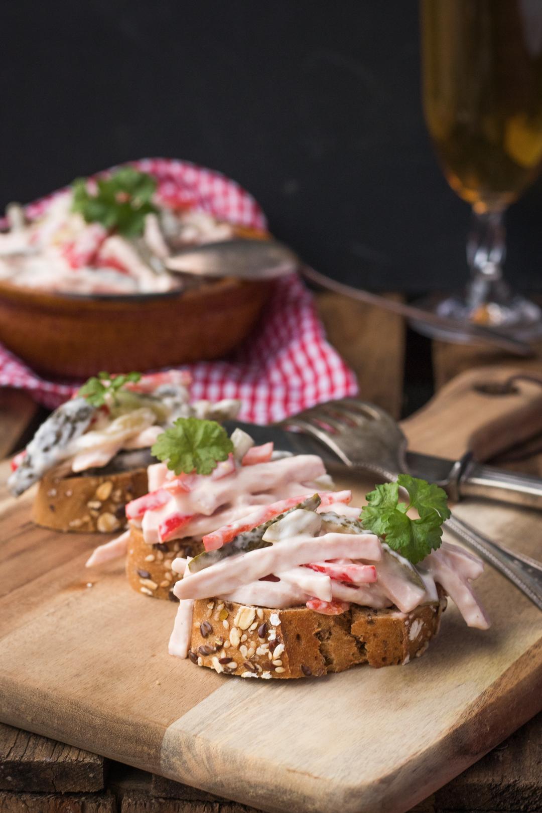 Rezept: Fleischsalat selber machen mit Naturjoghurt
