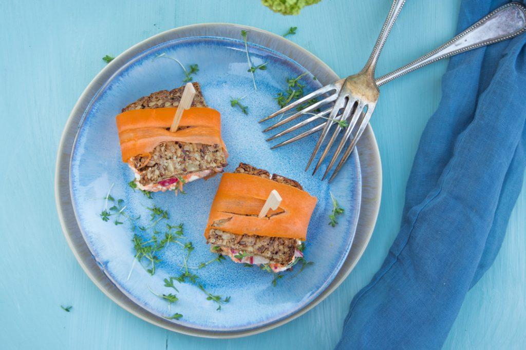 schnelle Snacks: Brotwürfel mit Möhren-Radieschen-Frischkäse mit VEggie-Vollkorn Brot von Mestemacher