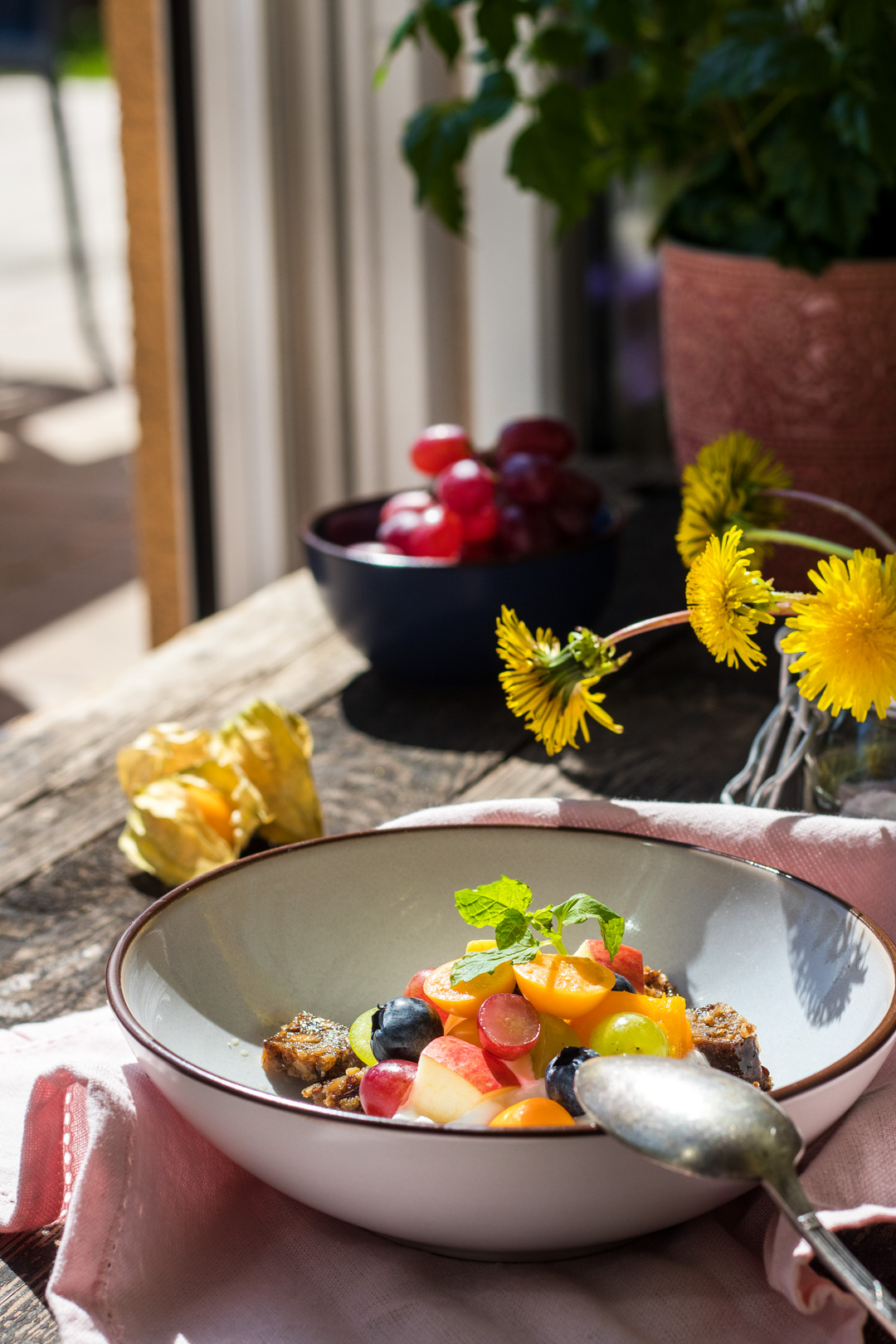 schnelle snacks veggie vollkorn brot von mestemacher mit. Black Bedroom Furniture Sets. Home Design Ideas