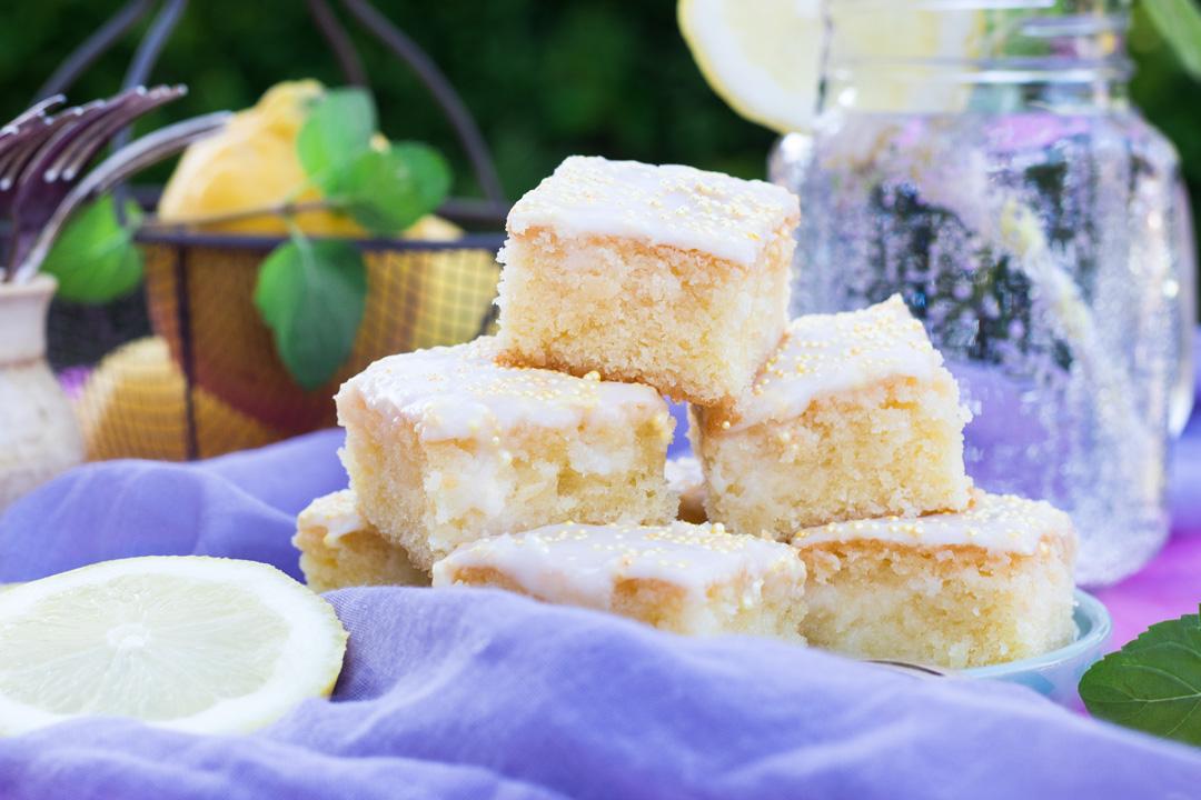 Rezept Saftiger Zitronenkuchen Vom Blech Aus Dem Backbuch Von Mama