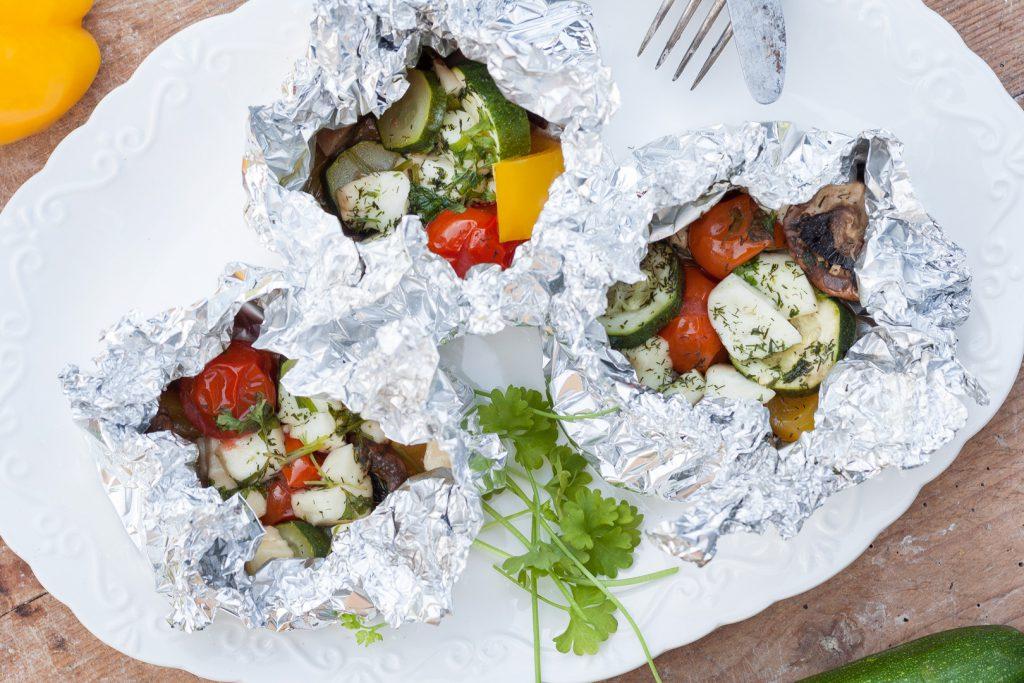Grillen vegetarisch - Gemüse-Halloumi-Päckchen-Grill