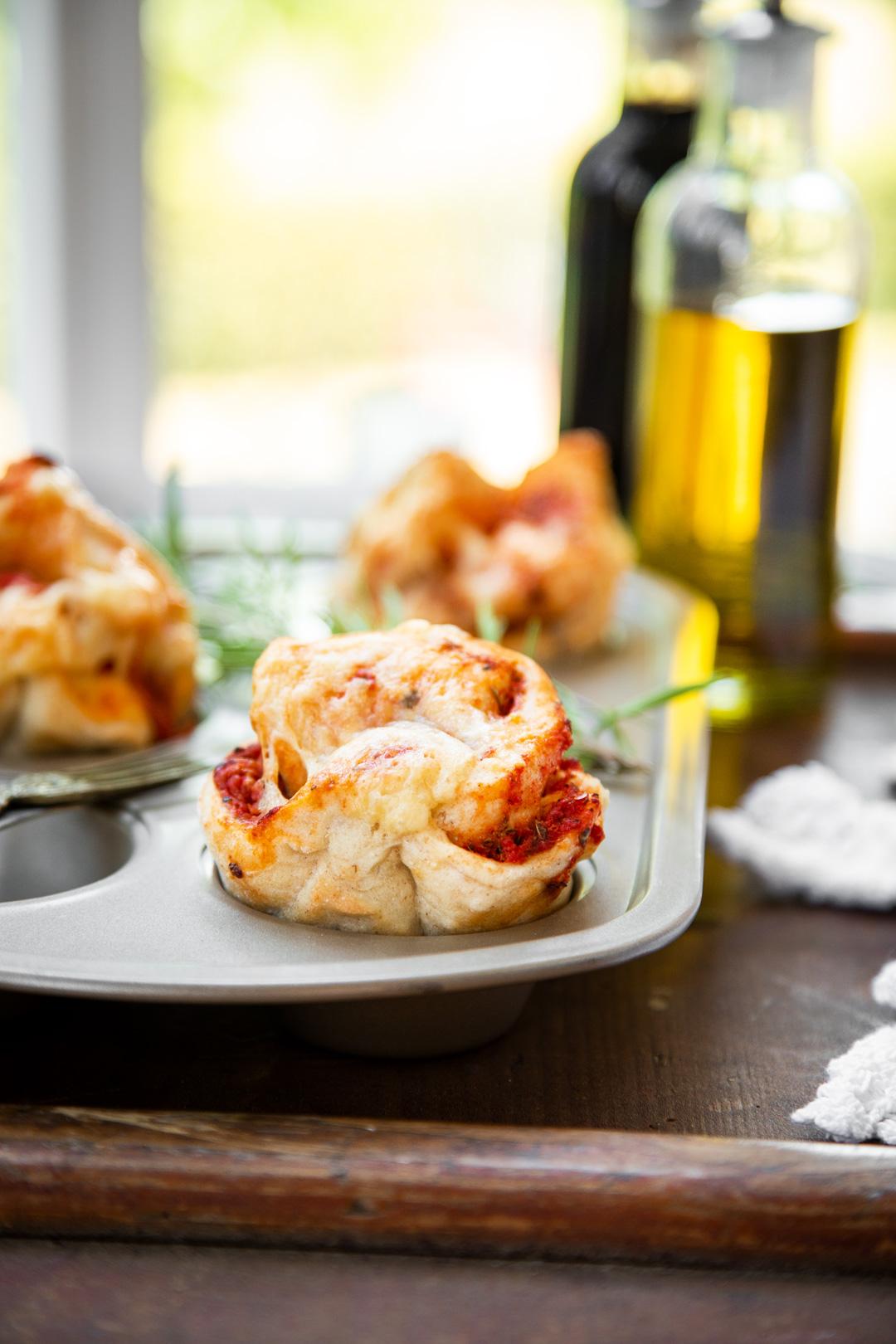 Pizzamuffins mit Hefeteig