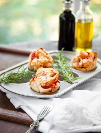 Pizzamuffins mit Hefeteig und Mutti Parma Tomaten