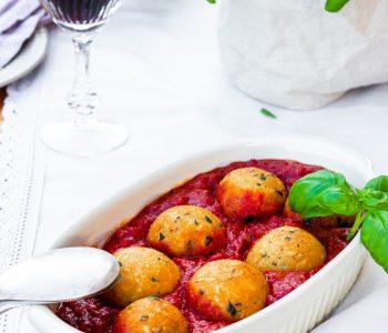 Pallotte cacio e uova mit Sugo - Käse-Eier-Bällchen mit Tomatensoße aus Molise
