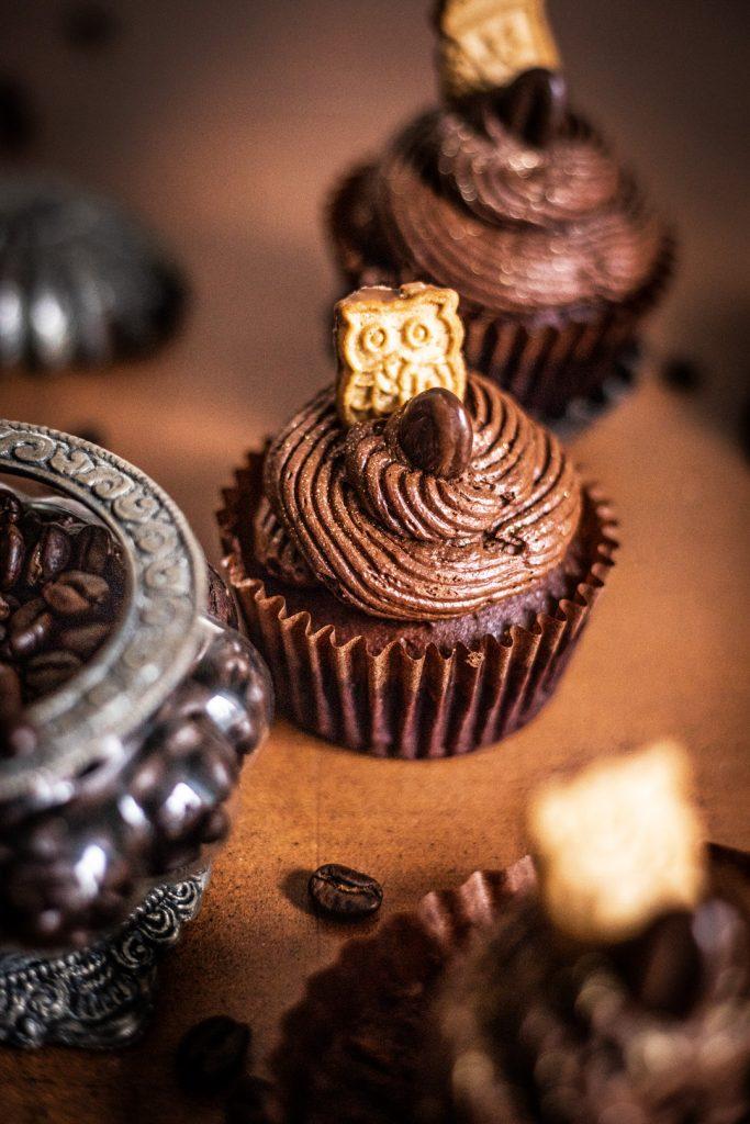 Schoko Espresso Cupcakes mit luftig aufgeschlagener Espresso Ganache