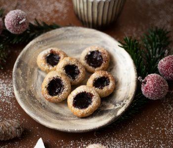 Plätzchen Rezept Engelsaugen mit Marzipan und Marmelade