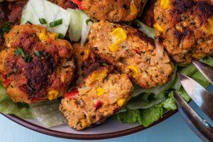 Vegetarische Frikadellen mit Paprika und Mais