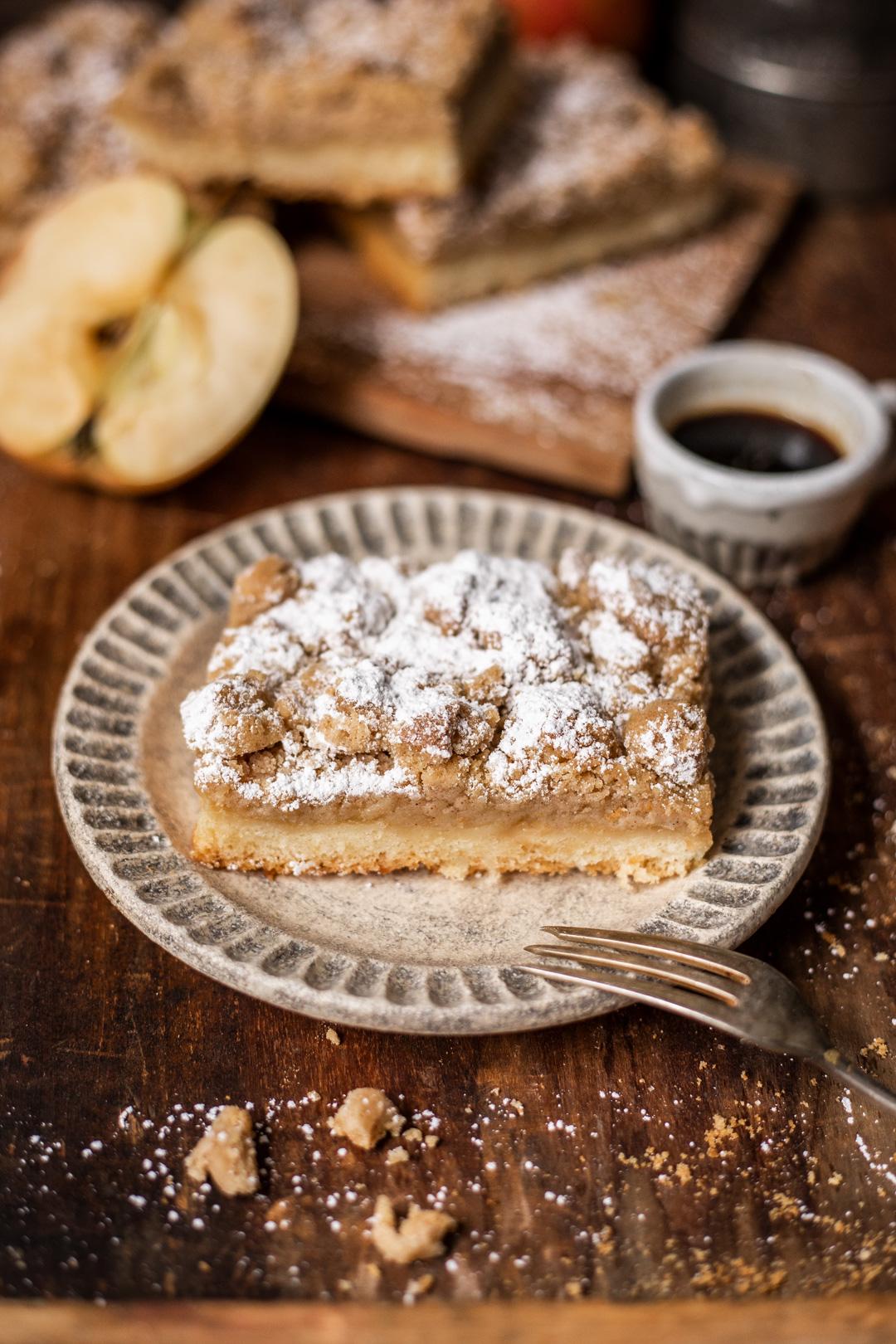 Rezept für Apfelmuskuchen mit Rührteig, Apfelmus und saftigen Streuseln