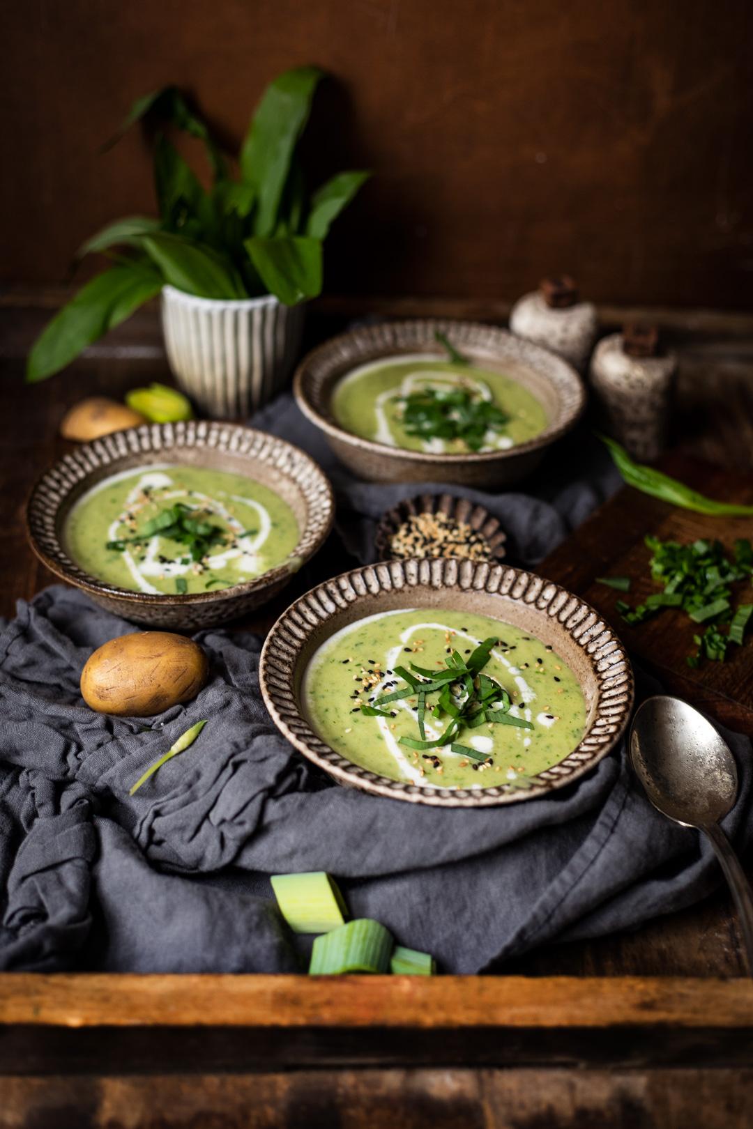 Bärlauch-Suppe mit Kartoffeln und Lauch
