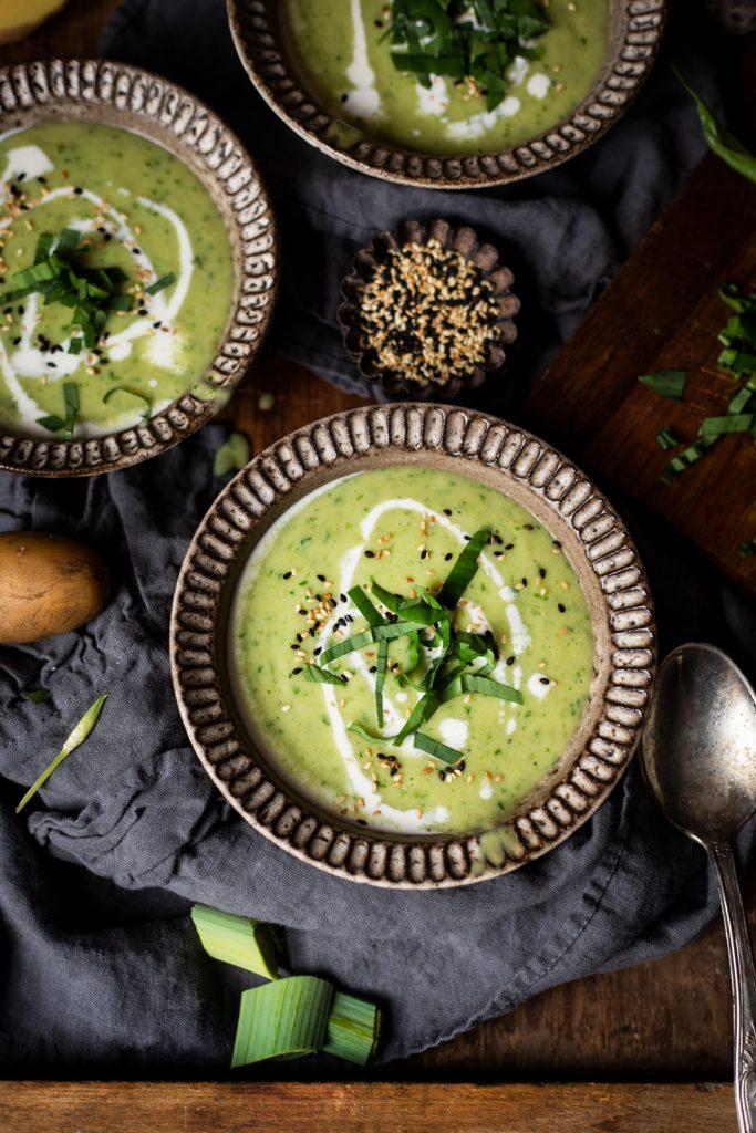 Bärlauch-Suppe mit Lauch und Kartoffeln