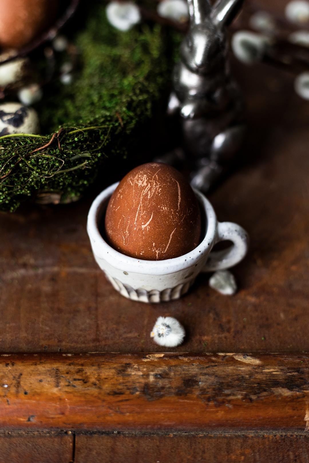 Eier färben natürlich mit Kaffee
