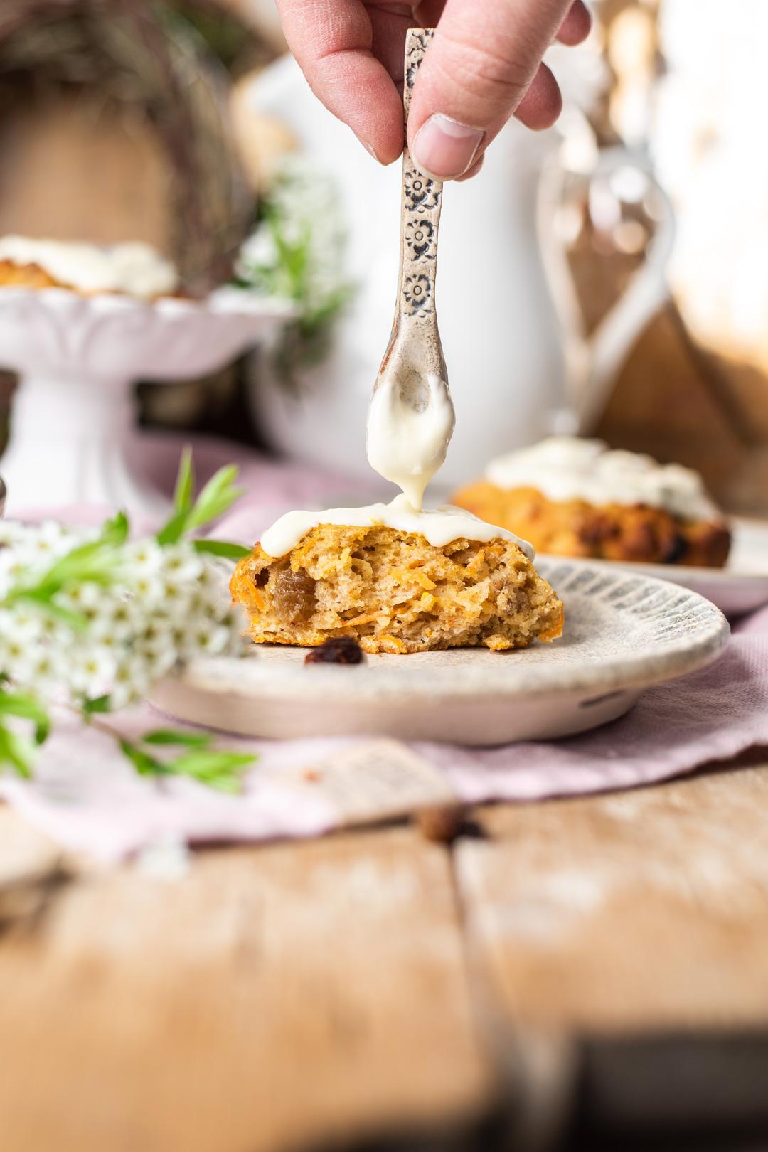 Möhren-Kuchen Ballen mit Zitronen-Frischkäse-Frosting