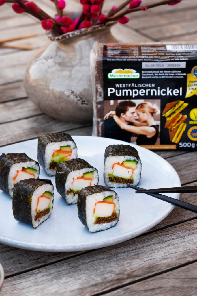Pumpernickel-Sushi-Surimi