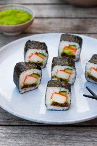Pumpernickel-Sushi-Surimi