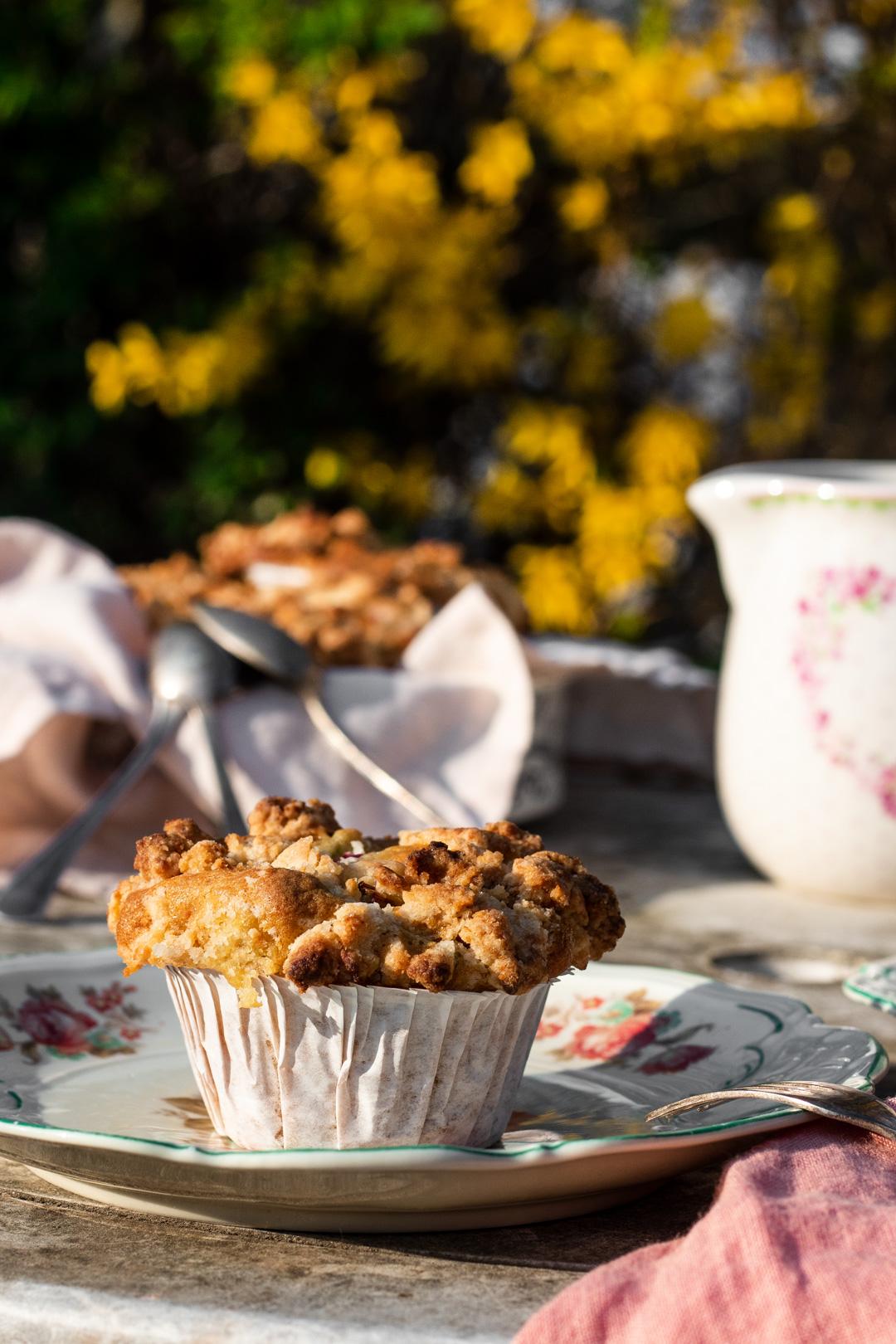 Rhabarber-Muffins mit Marzipanstreuseln