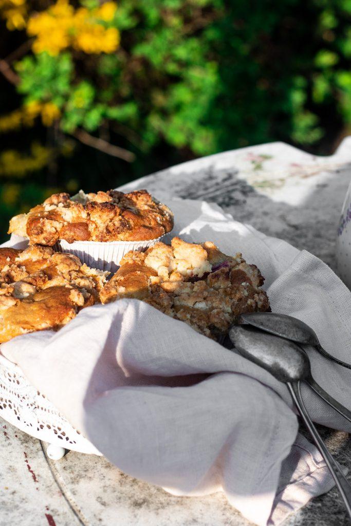 Rhabarber-Muffins mit Streuseln
