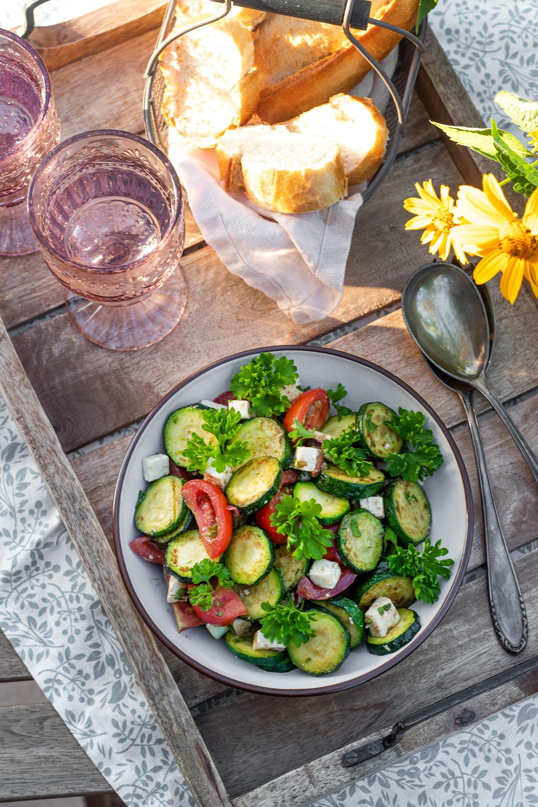Zucchinisalat-Zucchini-Rezept-einfach