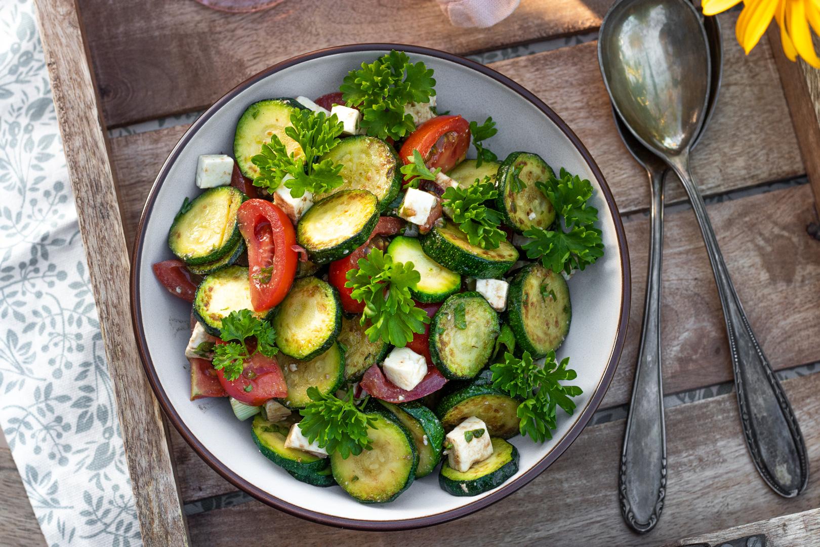 Zucchinigemüse-Salat