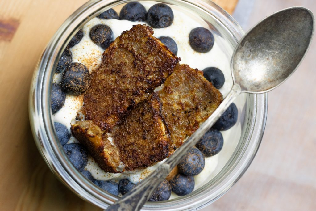 Vanillecreme-French-Toast-Dessert im Glas