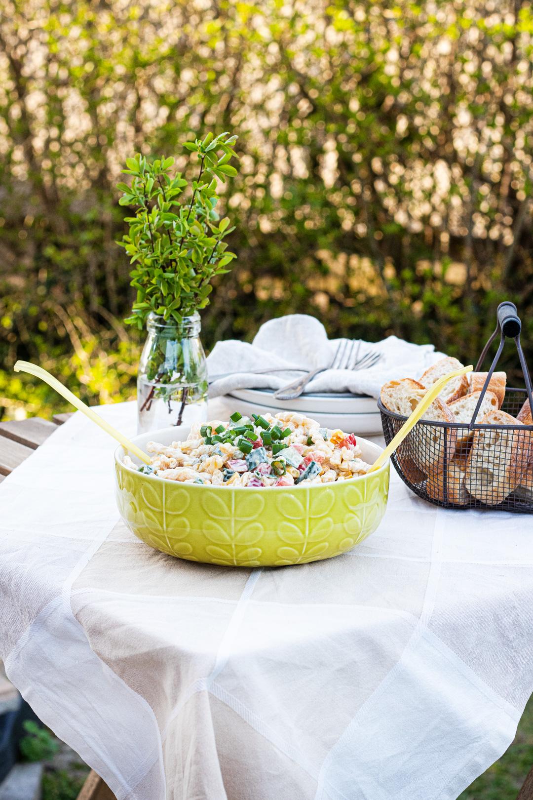 Grillen-Salat-Nudeln