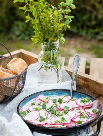 Radieschen-Salat mit saurer Sahne