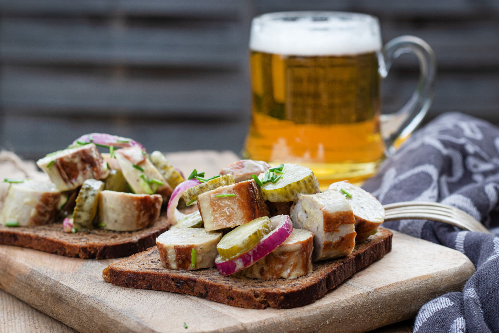 Bratwurstsalat-mit-senfdressing