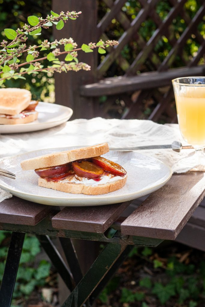 Pflaume-Zimt-Sandwich