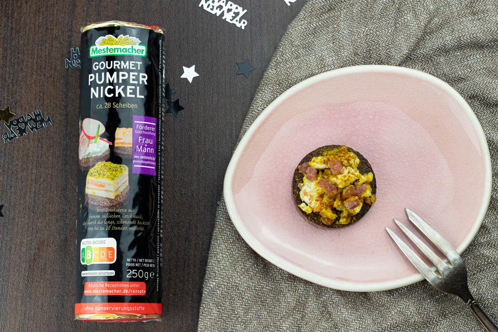 Pumpernickel-Curry-Rührei