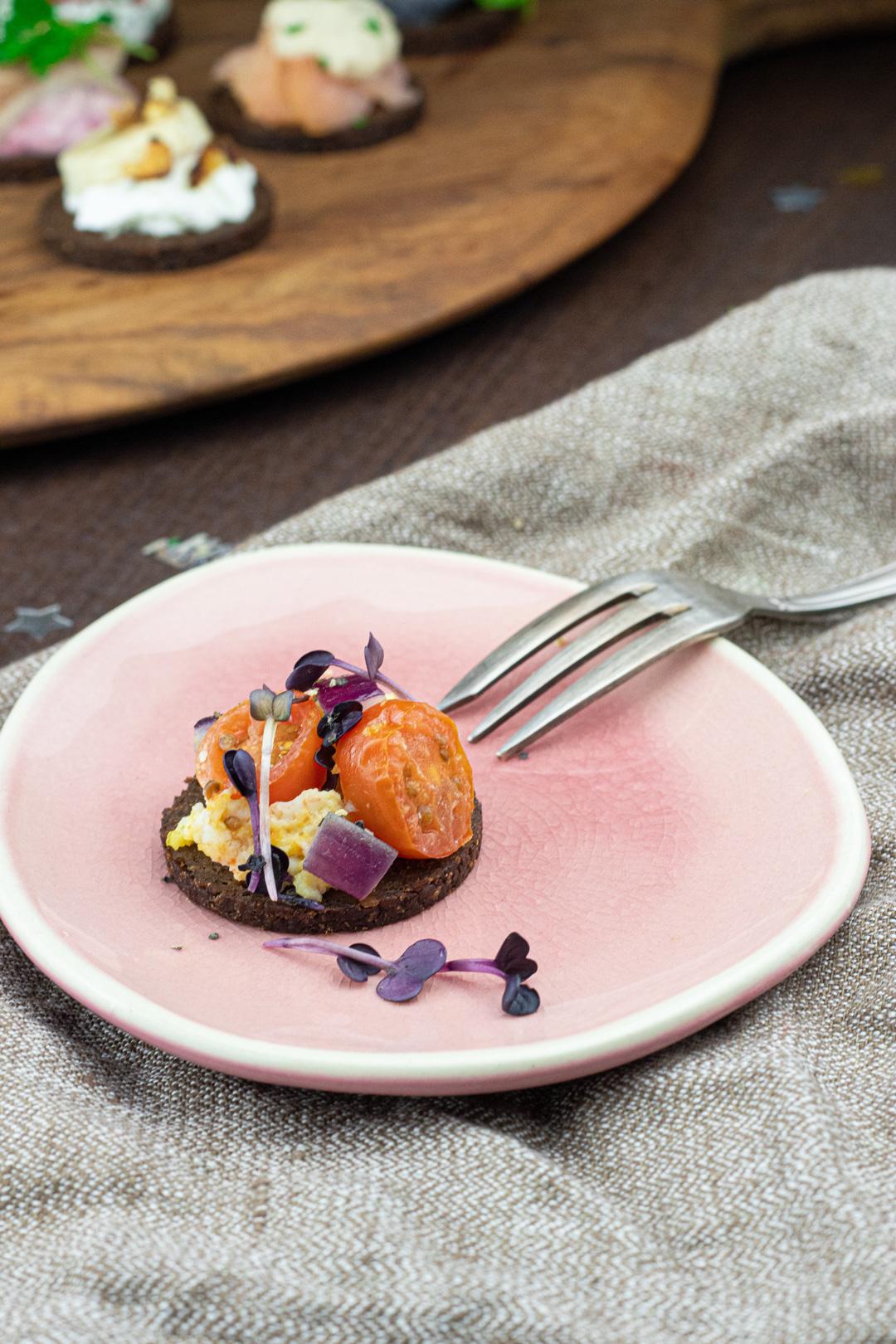 Pumpernickel-Tomate-Ei