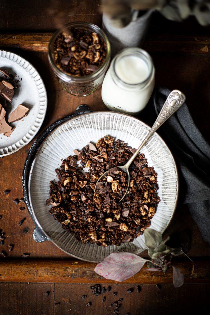 Schokoladen Granola vegan und zuckerfrei